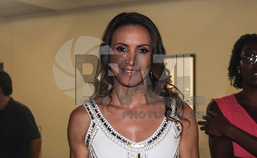 SAO PAULO, SP, 17 JANEIRO 2013 - CARNAVAL SP - CORTE - A atleta Maurren Maggi momentos antes da eleição da Corte do Carnaval de São Paulo 2013, no auditório do Anhembi, zona norte da capital paulista, na noite desta quinta-feira. Sete candidatos a Rei Momo e oito candidatas a Rainha do Carnaval disputam o concurso. Os vencedores representam o carnaval paulista em diversos eventos durante o ano. (FOTO: VANESSA CARVALHO / BRAZIL PHOTO PRESS).