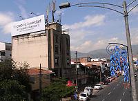 """MEDELLIN -COLOMBIA- 8-10--2013. Hoy  aparecieron en diferentes calles de la ciudad  pancartas en apoyo al exsenador Luis Alfredo Ramos  y que llevan como mensaje """"Yo creo en la verdad  # yo creo en Ramos"""", fueron ubicadas en importantes v'as de la ciudad entre ellas la avenida 80, Las Palmas, la Avenida Bolivariana y la calle 33.El exsenador permanece detenido en la Escuela de Caballeria del Ejercito con medida de aseguramiento dictada por la Corte Suprema de justicia por supuesta reunion con paramilitares. / Today appeared in various city streets banners in support of the former senator Luis Alfredo Ramos and leading as the message """"I believe in the truth # I believe in Ramos"""" were located on major roads of the city including 80 Avenue, Las Palmas , Avenue street Bolivarian 33.The former senator detained at Army cavalry School with security measures dictated by the Supreme Court of justice for alleged meeting with paramilitary .Photo: VizzorImage / Luis Rios  / Stringer"""