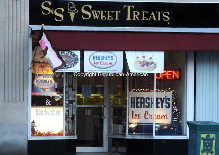 TORRINGTON, CT, 13 NOV 13- 111313AJ03- S & S Sweet Treats on Main Street has been selected as the location of the second cash mob sponsored by the T-Town Torrington Chatter Facebook group.   Alec Johnson/ Republican-American