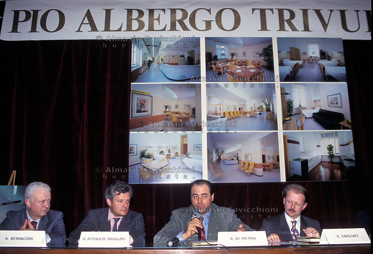 27 MAR 1995 ANTONIO DI PIETRO a un convegno al Pio Albergo Trivulzio<br /> MAR 27 1995 ANTONIO DI PIETRO at a meeting at Pio Albergo Trivulzio where the investigation Clean Hands started