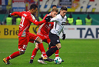 Luka Jovic (Eintracht Frankfurt) gegen Karim Onisiwo (1. FSV Mainz 05) - 07.02.2018: Eintracht Frankfurt vs. 1. FSV Mainz 05, DFB-Pokal Viertelfinale, Commerzbank Arena