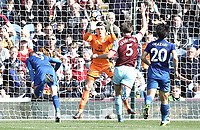 Leicester City's Jamie Vardy fails to guide a close-range headed effort past Burnley's Nick Pope<br /> <br /> Photographer Rich Linley/CameraSport<br /> <br /> The Premier League - Burnley v Leicester City - Saturday 14th April 2018 - Turf Moor - Burnley<br /> <br /> World Copyright &copy; 2018 CameraSport. All rights reserved. 43 Linden Ave. Countesthorpe. Leicester. England. LE8 5PG - Tel: +44 (0) 116 277 4147 - admin@camerasport.com - www.camerasport.com