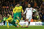 David McGoldrick (r) of Sheffield United takes the ball past Mario Vrancic of Norwich City during the Premier League match at Carrow Road, Norwich. Picture date: 8th December 2019. Picture credit should read: James Wilson/Sportimage