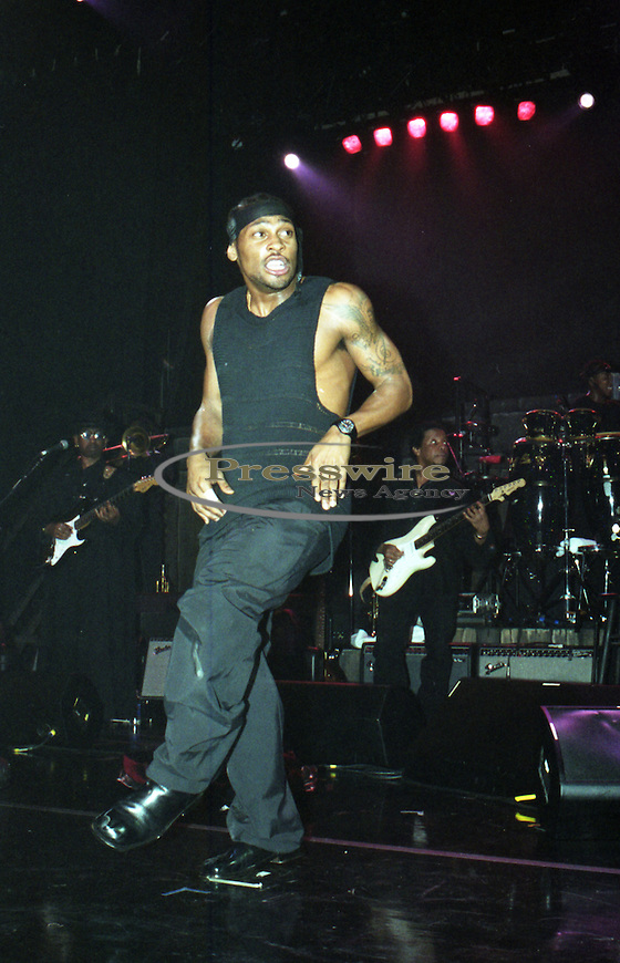 D'Angelo aka Michael Eugene Archer performing at the Bronco Bowl Entertainment Center in Dallas, Texas on April 14, 2000.  Photo credit: Presswire News/Elgin Edmonds