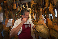 France, Aquitaine, Pyrénées-Atlantiques, Pays Basque, Guiche: Christian Montauzer dans le  séchoir aux Jambons Ibaïama, -Maison Montauzer [//  France, Pyrenees Atlantiques, Basque Country, Guiche: Christian Montauzer in the dryer  Ibaïama hams  - Montauzer House <br /> Non destiné à un usage publicitaire - Not intended for an advertising use]: