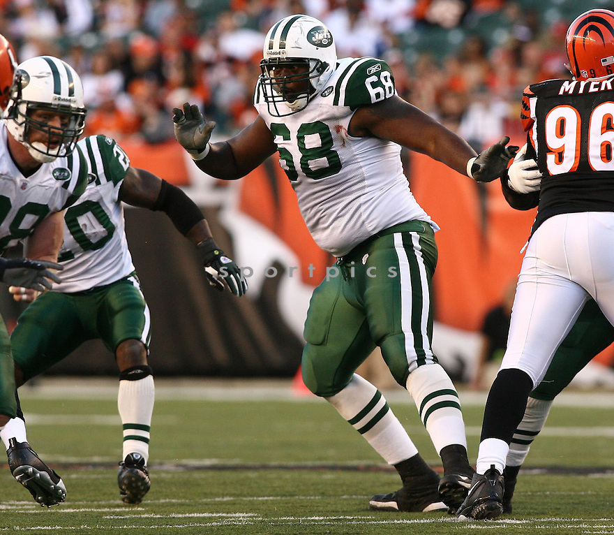 WILL MONTGOMERY, of the New York Jets, in action during the Jets games against the Cincinnati Bengals, in Cincinnati, Ohio on October 21, 2007.  ..The Bengals won the game 38-31...COPYRIGHT / SPORTPICS..........