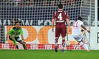FUSSBALL   1. BUNDESLIGA  SAISON 2011/2012   30. Spieltag FC Augsburg - VfB Stuttgart           10.04.2012 Elfmeter Tor zum 1:0 durch Nando Rafael (re, FC Augsburg) gegen Torwart Sven Ulreich (VfB Stuttgart)