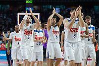 MADRID, ESPAÑA - 11 DE JUNIO DE 2017: Los jugadores del Real Madrid aplauden a la afición durante el partido entre Real Madrid y Valencia Basket, correspondiente al segundo encuentro de playoff de la final de la Liga Endesa, disputado en el WiZink Center de Madrid. (Foto: Mateo Villalba-Agencia LOF)
