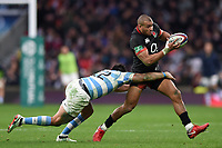 Jonathan Joseph of England is tackled by Santiago Gonzalez Iglesias of Argentina. Old Mutual Wealth Series International match between England and Argentina on November 11, 2017 at Twickenham Stadium in London, England. Photo by: Patrick Khachfe / Onside Images