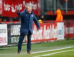 Nederland, Enschede, 19 januari 2013.Eredivisie.Seizoen 2012-2013.FC Twente-RKC Waalwijk.Steve McClaren, trainer-coach van FC Twente geeft aanwijzingen aan zijn ploeg.