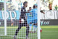 MONTERIA - COLOMBIA, 29-01-2020: Eder Chaux arquero de America luce decepcionado tras el segundo gol de Jaguares durante el partido por la fecha 2 Liga BetPlay DIMAYOR I 2020 entre Jaguares de Córdoba F.C. y América de Cali jugado en el estadio Jaraguay de la ciudad de Montería. / Eder Chaux goalkeeper of America looks disappointed after  second goal of Jaguares during match for the date 2 BetPlay DIMAYOR League I 2020 between Jaguares de Cordoba F.C. and America de Cali played at Jaraguay stadium in Monteria city. Photo: VizzorImage / Andres Felipe Lopez / Cont