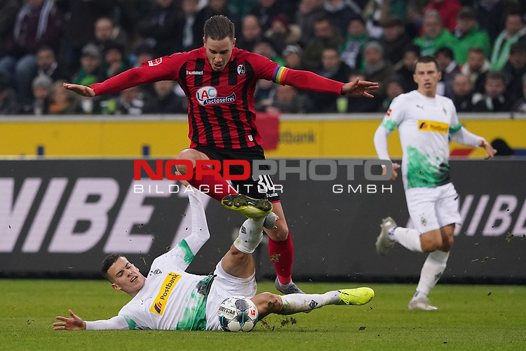 01.12.2019, Borussia Park , Moenchengladbach, GER, 1. FBL,  Borussia Moenchengladbach vs. SC Freiburg,<br />  <br /> DFL regulations prohibit any use of photographs as image sequences and/or quasi-video<br /> <br /> im Bild / picture shows: <br /> Laszlo Benes (Gladbach #22), im Zweikampf gegen  CHRISTIAN GÜNTER / Guenter (Freiburg #30), <br /> <br /> Foto © nordphoto / Meuter