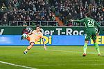 13.01.2018, Weserstadion, Bremen, GER, 1.FBL, SV Werder Bremen vs TSG 1899 Hoffenheim<br /> <br /> im Bild<br /> Steven Zuber (1899 Hoffenheim #17) rettet, <br /> <br /> Foto &copy; nordphoto / Ewert