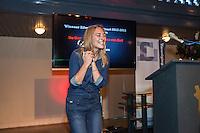 """Utrecht, 27 oktober 2013, Nederlands Film Festival. De winnaars van de Zilveren Krulstaart - de prijs waarmee de leden elkaar eren voor de beste scenario's in de categorieën Kort, Lang en Televisiedrama - werden bekendgemaakt tijdens een feestelijke borrel in Ottone. Anne Barnhoorn is uitgelaten als ze hoort dat ze de prijs heeft gewonnen voor het scenario van 'De Ontmaagding van Eva van End'. Volgens eigen zeggen: """"Ik heb nog nooit eerder een prijs gewonnen, behalve dan misschien de kleurwedstrijd bij de Albert Heijn.""""  Foto: Nichon Glerum"""