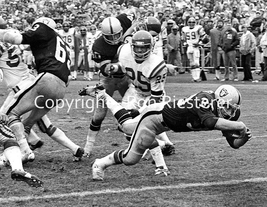 Oakland Raiders Mark Van Eeghan scores TD againts the Minnesota Vikings...(1972 photo/Ron Riesterer)