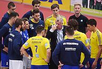 Volleyball 1. Bundesliga Saison 2016/2017  28.12.2016 TV Rottenburg - VfB Friedrichshafen Auszeit; Trainer Vital Heynen (Mitte, VfB Friedrichshafen)