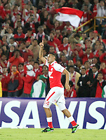 BOGOTA - COLOMBIA- 28 -05-2013:  John Valencia  jugador de  Santa Fe de Colombia   celebra su gol  contra  Garcilaso del Perú  durante   partido en el estadio El Campín de la ciudad de Bogotá, mayo 28  de 2013. partido por la  Copa Bridgestone  Libertadres de America. (Foto: VizzorImage / Felipe Caicedo / Staff).Player John Valencia  Santa Fe of Colombia celebrates his goal against Garcilaso  of Peru during game at El Campin in Bogota, May 28, 2013. Bridgestone Cup match Libertadores of America .  (Foto: VizzorImage / Felipe Caicedo / Staff).