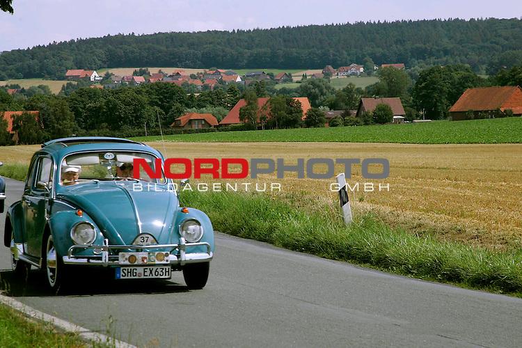 Von der ADAC - Niedersachsen- Classic 2007. Hier VW Kaefer Bj. ? - auf der L444 zwischen Bad Nenndorf/Reinsen und Stadthagen am 21.07.2007. Foto: Fritz Rust v. Graevemeyer Weg 38A 30539 Hannover.PostBk. Han.35420-306.Tel.0511/527945. FA.Han-Mitte24/307/04307.
