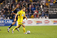 26 SEPTEMBAR 2009: #9 Jovan Kirovski of the LA Galaxy and #10 Alejandro Moreno, Columbus Crew forward  during the Los Angeles Galaxy at Columbus Crew MLS game in Columbus, Ohio on May 27, 2009.