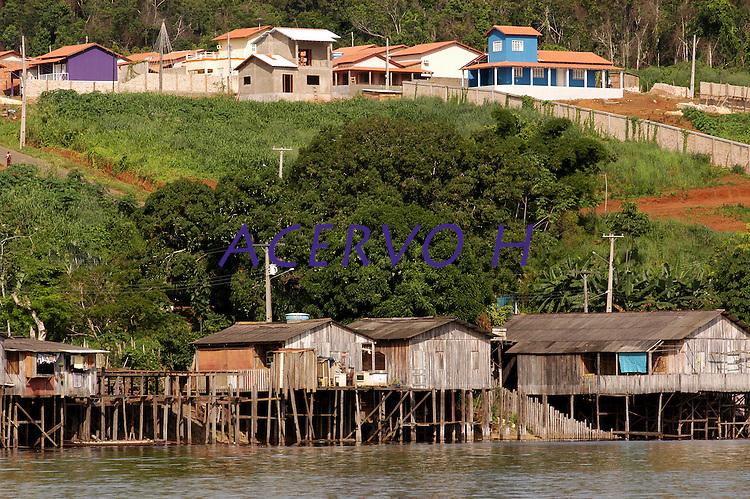 Palafitas na periferia de Altamira que ser&atilde;o atingidas por Belo Monte.<br /> Rio Xingu.<br /> Altamira, Par&aacute;, Brasil.<br /> Foto Paulo Santos<br /> 2006