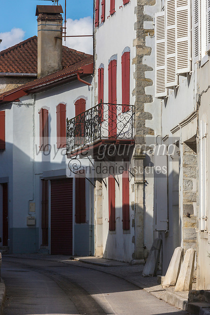 France, Aquitaine, Pyrénées-Atlantiques, Pays Basque, Saint-Palais: Maisons basques , rue du Palais de Justice //  France, Pyrenees Atlantiques, Basque Country, Saint Palais: Basque houses Street  Palais de Justice