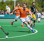 BLOEMENDAAL -  Mats de Groot (Bldaal)   tijdens de hoofdklasse competitiewedstrijd hockey heren,  Bloemendaal-Den Bosch (2-1).    COPYRIGHT KOEN SUYK