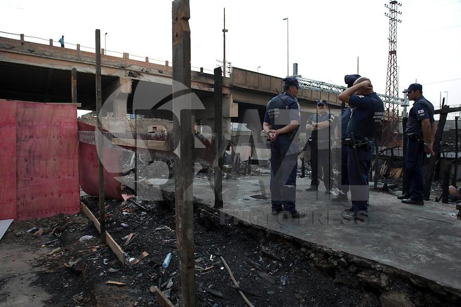 SAO PAULO, SP 19/09/2012 - FAVELA DO MOINHO- Favela do Moinho, no Centro de São Paulo. Na foto guardas civis metropolitanos no interior da favela<br /> FOTO VAGNER CAMPOS/ BRAZIL PHOTO PRESS