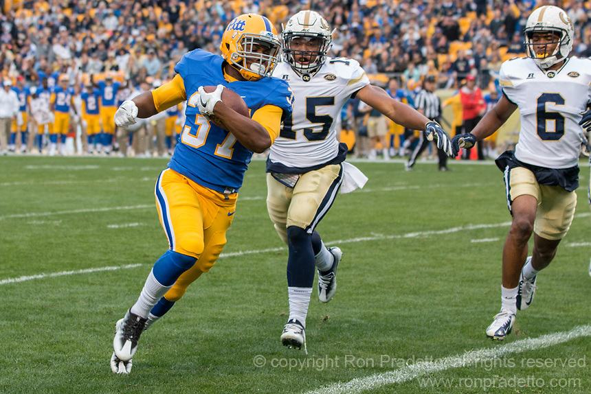 Pitt running back Quadree Ollison scores on a 4-yard touchdown run. The Pitt Panthers defeated the Georgia Tech Yellow Jackets 37-34 at Heinz Field in Pittsburgh, Pennsylvania on October 08, 2016.