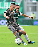 PALMIRA - COLOMBIA, 03-08-2019: Agustin Palavecino del Cali disputa el balón con Walmer Pacheco de Equidad durante partido entre Deportivo Cali y La Equidad por la fecha 4 de la Liga Águila II 2019 jugado en el estadio Deportivo Cali de la ciudad de Palmira. / Agustin Palavecino of Cali vies for the ball with Walmer Pacheco of Equidad during match between Deportivo Cali and La Equidad for the date 4 as part Aguila League II 2019 played at Deportivo Cali stadium in Palmira city. Photo: VizzorImage / Nelson Rios / Cont