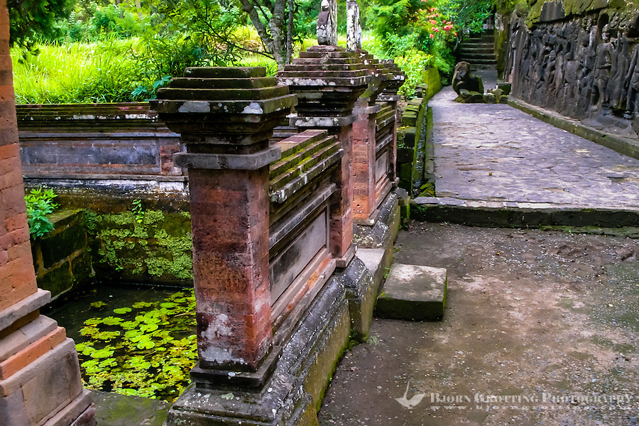 Bali, Gianyar, Yeh Pulu. A sacred pool and a small, newer temple.
