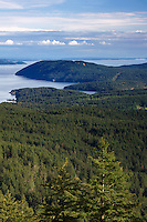 WASJ_D237 - USA, Washington, San Juan Islands, View south from Little Summit in Moran State Park on Orcas Island towards Obstruction Island and Blakely Island.