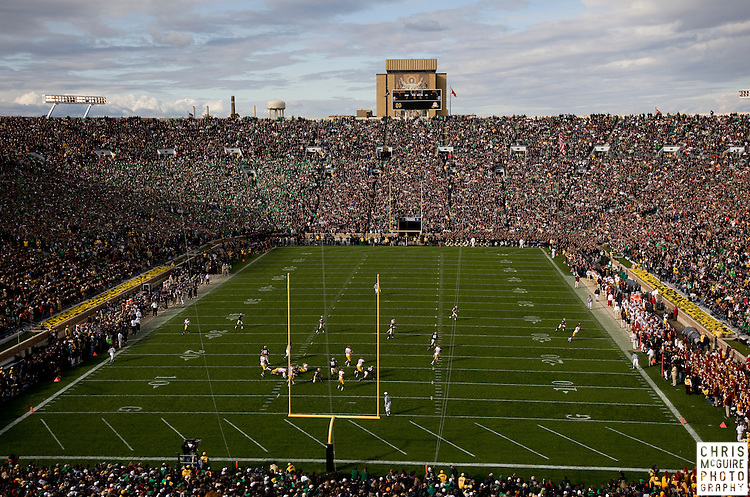 10/17/09 - South Bend, IN:  Notre Dame takes on USC at Notre Dame Stadium on Saturday.  USC won the game 34-27 to extend its win streak over Notre Dame to 8 games.  Photo by Christopher McGuire.
