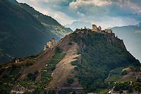 Switzerland, Canton Valais, Sion: left - pilgrimage church Basilique de Valère, right - ruins of Tourbillon Castle | Schweiz, Kanton Wallis, Sion (Sitten): links - Wallfahrtskirche Basilique de Valère (Basilika von Valeria), rechts - die Ruinen des Schloss Tourbillon