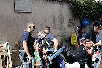 Roma, 11 Agosto 2016<br /> La polizia in via Cupa sulla Tiburtina effettua controlli tra i richiedenti asilo che hanno trovato accoglienza nella tendopoli grazie a volontari e volontarie,Le e i migranti vengono trasferiti in pulman per l'identificazione, alcuni trascinati dalle forze dell'ordine.
