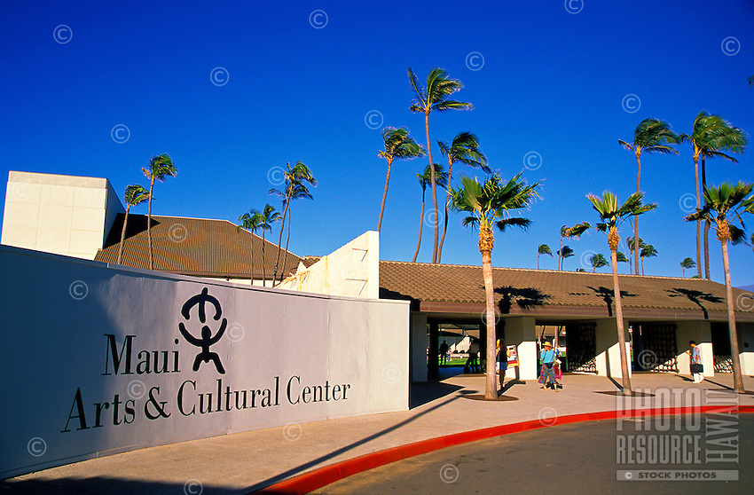 The Maui Arts and Cultural Center, next to the towns of Kahului and Wailuku, provides the island with a rich and varied selection of events, performances, entertainment and cultural and artistic exhibits.