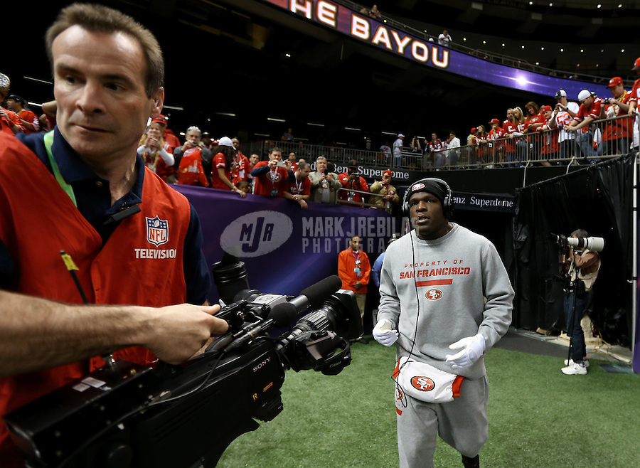Feb 3, 2013; New Orleans, LA, USA; San Francisco 49ers running back Frank Gore takes the field while wearing Beats by Dre headsets before Super Bowl XLVII against the Baltimore Ravens at the Mercedes-Benz Superdome. Mandatory Credit: Mark J. Rebilas-