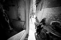 A l'arrière d'une artère commerciale de la ville de Mardin.<br /> <br /> At the rear of a commercial artery of the city of Mardin.