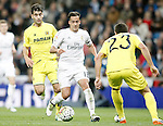 Real Madrid's Lucas Vazquez (c) and Villareal's Manu Trigueros (l) and Daniele Bonera during La Liga match. April 20,2016. (ALTERPHOTOS/Acero)