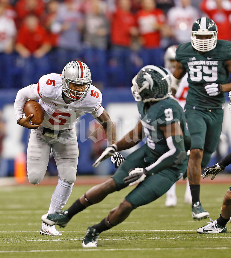 Ohio State Buckeyes quarterback Braxton Miller (5) keeps the ball for a long run that helped set up the Buckeyes first touchdown against Michigan State at Lucas Oil Stadium in Indianapolis, Ohio on December 7, 2013.  (Chris Russell/Dispatch Photo)