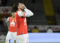 BOGOTÁ -COLOMBIA, 15-04-2017. Jonathan Gomez jugador de Santa Fe reacciona después de perder una opción de gol durante el encuentro entre Independiente Santa Fe y Atletico Bucaramanga por la fecha 13 de la Liga Aguila I 2017 jugado en el estadio Nemesio Camacho El Campin de la ciudad de Bogota. / Jonathan Gomez player of Santa Fe reacts after loosing a goal opportunity during match between Independiente Santa Fe and Atletico Bucaramanga for the date 13 of the Aguila League I 2017 played at the Nemesio Camacho El Campin Stadium in Bogota city. Photo: VizzorImage/ Gabriel Aponte / Staff