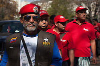 CARACAS - VENEZUELA 07-03-2013, Seguidor de Chávez espera para darle el último respeto hoy durante el funeral de estado. El lider y  presidente de Venezuela, Hugo Chávez Frías, falleció el pasado martes 5 de marzo de 2013 a causa de un cancer a la edad de 58 años./ Chavez supporter waits to give the last respect today during the state of funeral. The leader and president of Venezuela, Hugo Chavez Frias who died by cancer the past March 5th of 2013 at the age of 58. Photo: VizzorImage / CONT