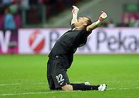 FUSSBALL  EUROPAMEISTERSCHAFT 2012   VORRUNDE Polen - Russland             12.06.2012 Torwart Przemyslaw Tyton (Polen) jubelt