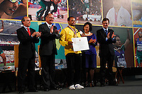ATENÇAO EDITOR: FOTO EMBARGADA PARA VEÍCULOS INTERNACIONAIS. SAO PAULO, 11 DE SETEMBRO DE 2012.  GOVERNADOR ALCKMIN RECEBE ATLETAS PARAOLIMPICOS. O atleta Claudiney dos Santos durante a  entrega para  os atletas paraolimpicos da medalha do Mérito Esportivo na manha desta terça feira no Palacio dos Bandeirantes, na zona sul da capital paulista. FOTO ADRIANA SPACA - BRAZIL PHOTO PRESS