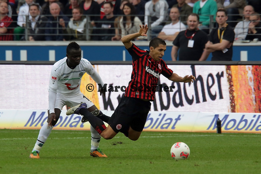 Didier Ya Konan (Hannover) foult Karim Matmour (Eintracht)