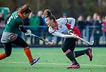 TILBURG  - hockey- Lotte van Dongen (MOP) scoort 1-1  tijdens de wedstrijd Were Di-MOP (1-1) in de promotieklasse hockey dames. links Marle van Dessel (WereDi)  COPYRIGHT KOEN SUYK