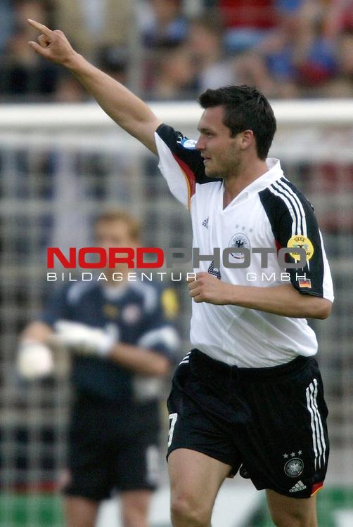U21 - EM 2004 - Gruppe B<br /> <br /> Deutschland vs. Schweiz<br /> <br /> Jubel bei Benjamin Auer nach seinem Tor zum 1:0 fuer Deutschland.<br /> <br /> Foto &copy; nordphoto - Ruediger Lampe<br /> <br /> <br /> <br /> <br /> <br /> <br /> <br />  *** Local Caption *** Foto ist honorarpflichtig! zzgl. gesetzl. MwSt.<br /> <br />  Belegexemplar erforderlich<br /> <br /> Adresse: nordphoto<br /> <br /> Georg-Reinke-Strasse 1<br /> <br /> 49377 Vechta