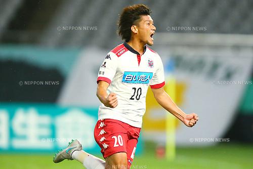 Kazumasa Uesato (Consadole), OCTOBER 4, 2015 - Football / Soccer : 2015 J2 League match between Tokyo Verdy 0-2 Consadole Sapporo at Ajinomoto Stadium, Tokyo, Japan. (Photo by Shingo Ito/AFLO SPORT)