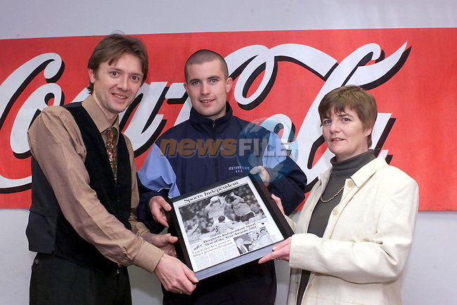Droghed independent Sports Editor Marcus Cavaroli and Drogheda Concentrates Ann McHugh presenting Keith Lynch with his sport star of the Month Award..Picture Fran Caffrey Newsfile.