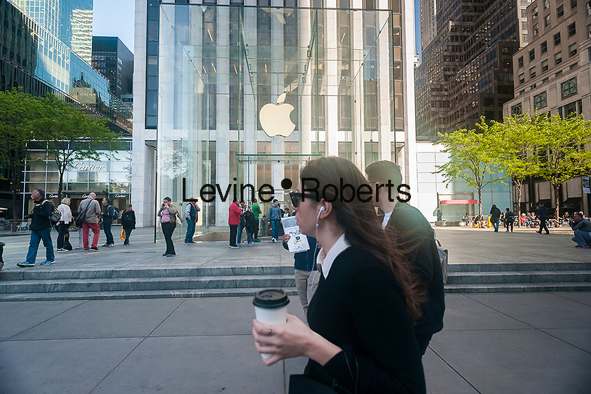 The Apple store on Fifth Avenue in New York on Monday, May 16, 2016. Berkshire Hathaway in a regulatory filing revealed that it has purchased over 9.8 million shares of Apple in the first quarter of 2016. Berkshire Hathaway is run by the Oracle of Omaha, Warren Buffett.  (© Richard B. Levine)