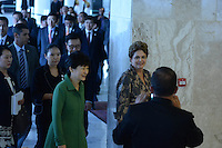 BRASÍLIA, DF, 24.04.2015 – VISITA PRESIDENTE DA CORÉIA DO SUL PARK GEUN-HYE – A presidente Dilma Rousseff e a presidente da Coréia do Sul, Park Geun-Hye durante cerimônia de assinatura de Atos de Cooperação entre Brasil e Coréia do Sul na manhã desta sexta-feira, 24, no Palácio do Planalto em Brasília. (Foto: Ricardo Botelho / Brazil Photo Press)